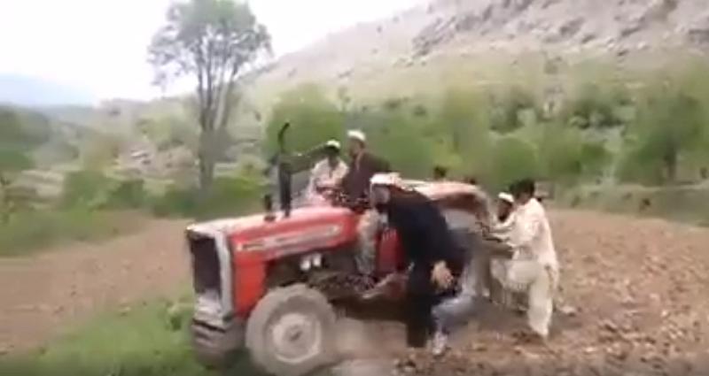O Bajram ndale…. VIDEO me traktorin që po bën bujë në rrjetet sociale